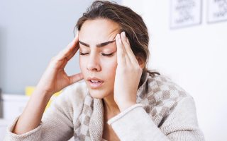 01_headache_Signs-Your-Headache-is-More-Serious-Than-You-Think_374246986_Nikodash_FT