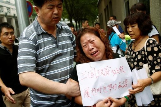 chinese-relatives-of-those-on-mh370-ask-for-search-to-continue-2016-7